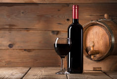 Red wine on wooden background Stock Photography