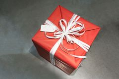 Red wrapped present box with white fancy bow tie and blank greet Stock Images