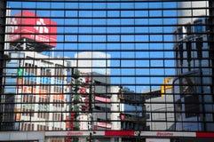 Red y espejos móviles de Docomo Imagen de archivo