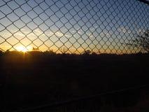 red y salida del sol del metal Foto de archivo