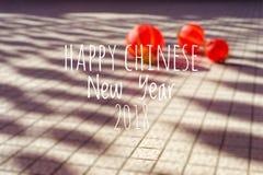 Redacción del Año Nuevo chino feliz 2018 con las linternas chinas borrosas del fondo durante festival del Año Nuevo Imagen de archivo libre de regalías