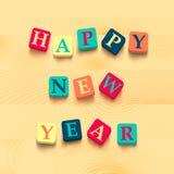 Redacta Feliz Año Nuevo con los bloques coloridos Foto de archivo libre de regalías
