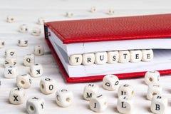 Redacte al administrador escrito en bloques de madera en cuaderno rojo en w blanco Fotografía de archivo libre de regalías