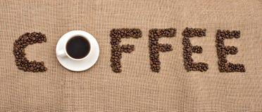 Redacte el café de los granos de café y de la taza de café sólo Imagenes de archivo