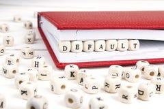 Redacte el defecto escrito en bloques de madera en cuaderno rojo en w blanco Fotos de archivo libres de regalías