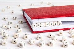 Redacte el soldado escrito en bloques de madera en cuaderno rojo en w blanco Imagen de archivo libre de regalías