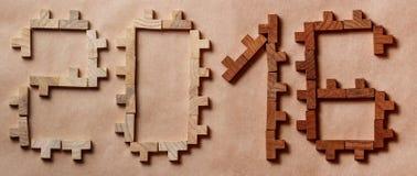 Redacte escrito con los ladrillos de madera en fondo marrón Foto de archivo libre de regalías