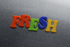 Redacte fresco explicado usando los imanes coloreados del refrigerador Fotografía de archivo