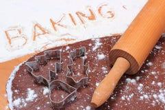 Redacte la hornada escrita en harina y pasta para el pan de jengibre Foto de archivo libre de regalías