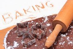 Redacte la hornada escrita en harina y pasta para las galletas Imágenes de archivo libres de regalías