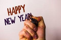 Redacte la llamada de motivación de la Feliz Año Nuevo del texto de la escritura Concepto del negocio para la pluma de tenencia d Imagen de archivo libre de regalías