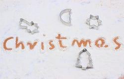 Redacte la Navidad escrita en la harina, accesorios para cocer Imagen de archivo