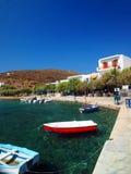 Redactie kleine havenhaven van Faros, Sifnos-Eiland, Griekenland met Royalty-vrije Stock Foto's