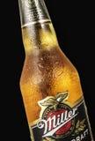 Redakcyjna fotografia zakończenia Miller Genue szkicu Piwna butelka odizolowywająca na czerni Obrazy Royalty Free