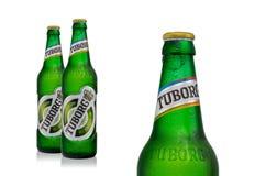 Redakcyjna fotografia zimne butelki Tuborg zieleni piwo z kroplami odizolowywać na bielu Obrazy Royalty Free