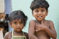 Redakcyjny illustrative wizerunek Biedny dzieciak ono uśmiecha się, India zdjęcie stock