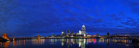 REDAKTÖRS- Cincinnati tidig sort i morgonen Royaltyfria Bilder