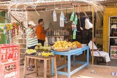 Redaktörs- illustrativ bild Shoppa av frukter och grönsaker Royaltyfria Bilder