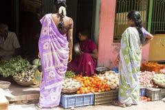 Redaktörs- illustrativ bild Shoppa av frukter och grönsaker Royaltyfri Fotografi