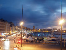 Redaktörs- Marseille natthamn Royaltyfri Bild