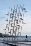 redaktionell April 2019 Saloniki, Griechenland Die Installation von Regenschirmen in Saloniki ist ein Symbol der Stadt stockfoto