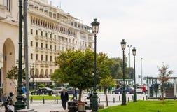 redaktionell April 2019 Saloniki, Griechenland Stadtbild, Ansicht des Aristoteles-Quadrats und der Orangenbaum in der Mitte lizenzfreie stockbilder