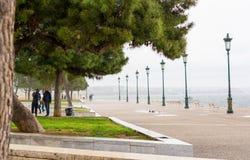 redaktionell April 2019 Saloniki, Griechenland Stadtbild, Ansicht des a-Dammes nahe dem weißen Turm in der Mitte Saloniki lizenzfreie stockfotografie