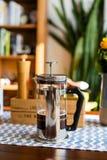 Redaktionell - bialetti französisches Presse-Kaffee pourer stockfoto