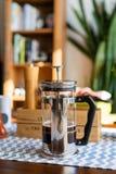 Redaktionell - bialetti französisches Presse-Kaffee pourer stockfotografie