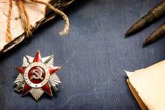 redan strid 40 kommer för fascismblommor för dagen stora hjältar för evig härlighet som hedern lägger emellertid minnesmonument m Arkivbild