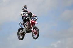 REDBOURN, UK - Maj 25: Unamed wyczynu kaskaderskiego jeździec od Bolddog 'L obraz royalty free
