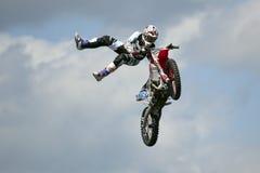 REDBOURN, UK - Maj 25: Unamed wyczynu kaskaderskiego jeździec od Bolddog 'L fotografia royalty free