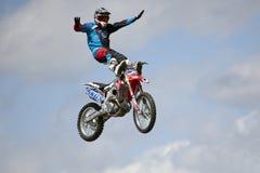REDBOURN, UK - Maj 25: Unamed wyczynu kaskaderskiego jeździec od Bolddog 'L obrazy royalty free