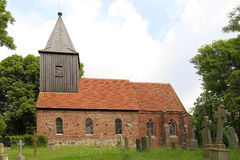 Redbrick kyrka i brutto- Zicker, Ruegen ö royaltyfria foton