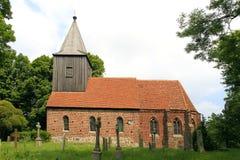 Redbrick kyrka i brutto- Zicker, Ruegen ö fotografering för bildbyråer
