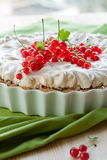 Redcurrant meringue tart Royalty Free Stock Images