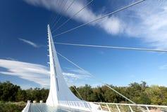 Redding, Califórnia - 09 22 2018: Ponte do relógio de sol em Redding, Califórnia fotos de stock royalty free