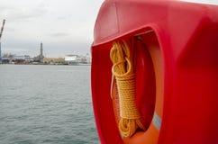 Reddingsboei en oranje kabel Stock Afbeelding
