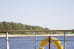 Reddingsboei en rivier Royalty-vrije Stock Afbeeldingen