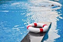 Reddingsboei in het zwembad Royalty-vrije Stock Foto's