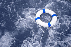 Reddingsboei, lifebelt, de redding van de het levensspaarder in een oceaanonweershoogtepunt van F Stock Foto's