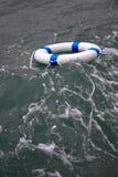 Reddingsboei, lifebelt in een gevaarlijk overzees onweer als hoopconcept Royalty-vrije Stock Fotografie