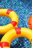 Reddingsboei in zwembad Royalty-vrije Stock Foto's