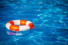 Reddingsboei in zwembad Royalty-vrije Stock Afbeeldingen