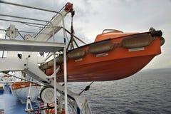 Reddingsboot op het schip op zee Royalty-vrije Stock Afbeeldingen