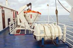 Reddingsboot op veerboot Stock Afbeelding