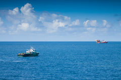 Reddingsboot of reddingsboot in zee, Veiligheidsnorm binnen voor de kust Royalty-vrije Stock Afbeeldingen