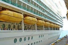 Reddingsboten op een cruiseschip Stock Fotografie