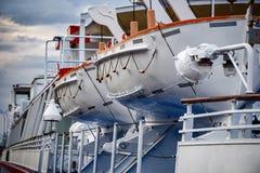 Reddingsboten op een schipclose-up Stock Foto's