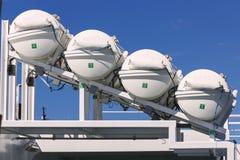 Reddingsboten tegen blauwe hemel Stock Foto